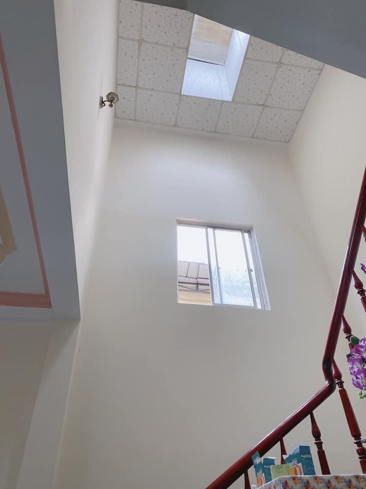hành lang tầng 2 nhà mặt tiền đường tôn đản