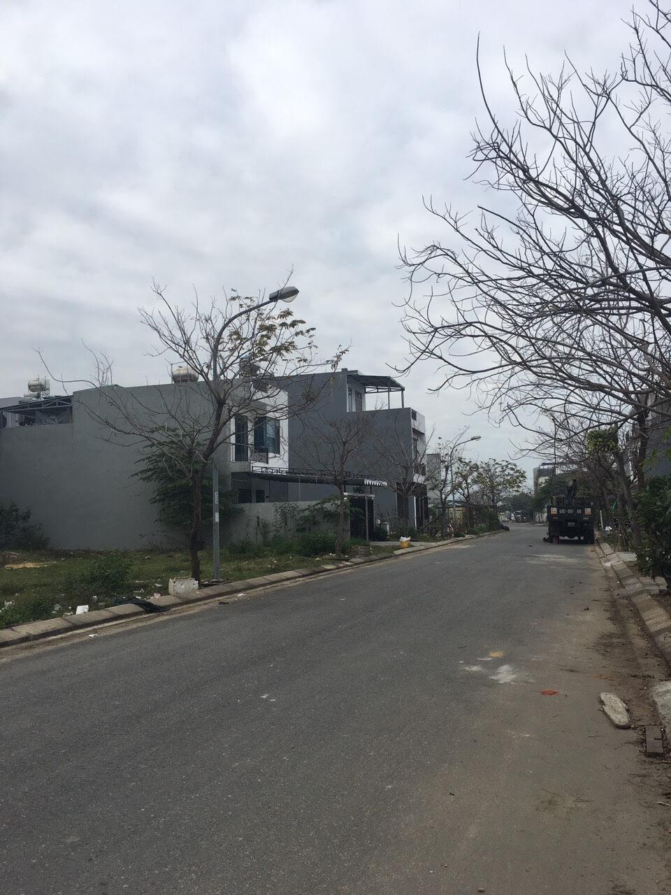 view đường đất Hòa Qúy