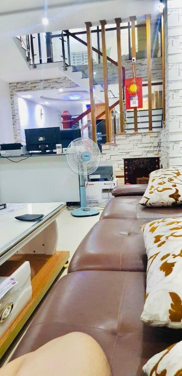 view phòng khách nhà nam Nguyễn Tri Phương