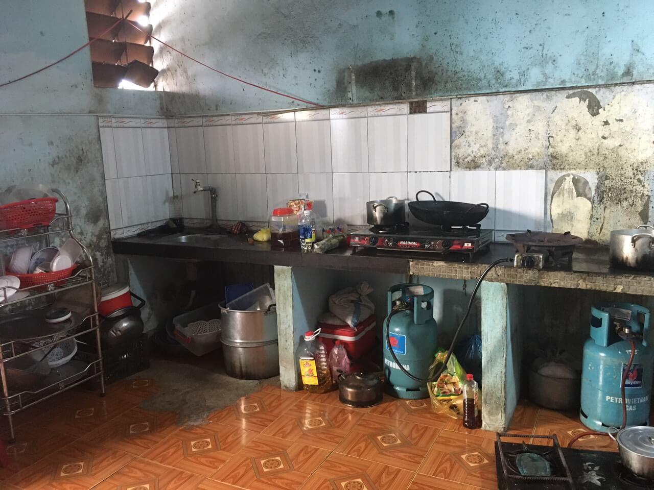 phòng bếp nhà kiệt đường Lạc Long Quân